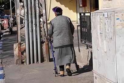 סיוע לקשישים? לקונה בחוק (צילום: דודו אזולאי) (צילום: דודו אזולאי)