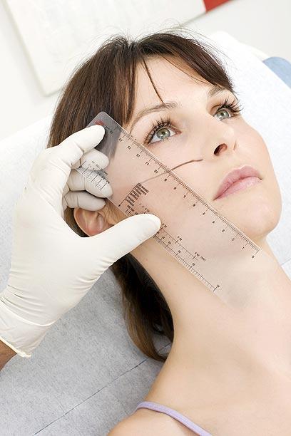 מילוי לחיים יכול לעתים לחסוך מתיחת פנים (צילום: shutterstock) (צילום: shutterstock)