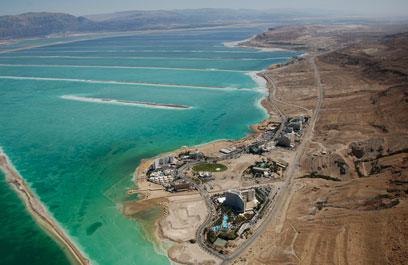 אזור המלונות במים המלח (צילום: lowshot) (צילום: lowshot)