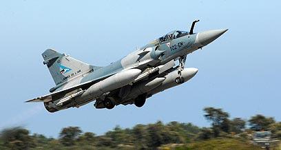 מטוס מיראז' של הכוחות הזרים בלוב. ההתערבות הכריעה (צילום: AFP) (צילום: AFP)