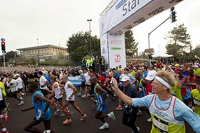 מרתון ירושלים, אשתקד. שיבושי תנועה בעיר (צילום: רויטרס) (צילום: רויטרס)