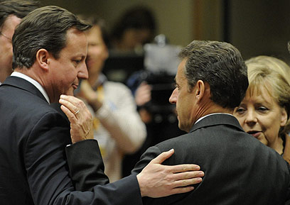 """קמרון וסרקוזי. """"אין שום עניין להעלות את המתח"""" (צילום: AFP) (צילום: AFP)"""