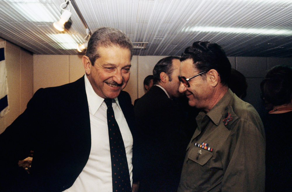Military Intelligence Directorate chief Maj.-Gen. Shlomo Gazit and Defense Minister Ezer Weizman  (Photo: David Rubinger)