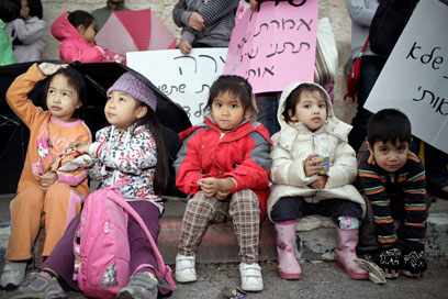 ישראל היא ביתם. הפגנה נגד גירוש ילדים  (צילום: נועם מושקוביץ)