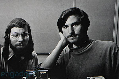 תחילת הדרך: סטיב ג'ובס וסטיב ווזניאק בשנות השבעים ()