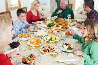 שבו ואכלו ארוחה איטית ומודעת. גם זמן איכות (צילום: shutterstock) (צילום: shutterstock)
