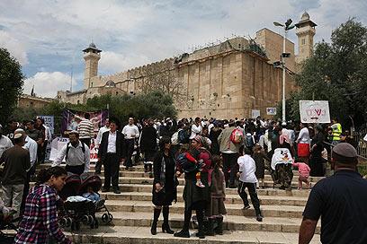 ביקור במערת המכפלה. פרק בהיסטוריה היהודית   (צילום: גיל יוחנן) (צילום: גיל יוחנן)