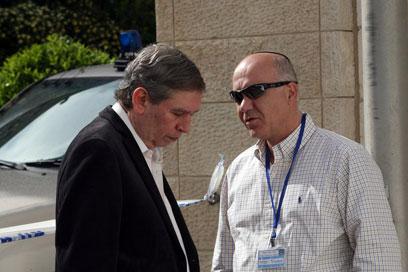 """ראש השב""""כ יורם כהן (מימין) עם ראש המוסד. מי מנהל את ישראל? (צילום: גיל יוחנן ) (צילום: גיל יוחנן )"""