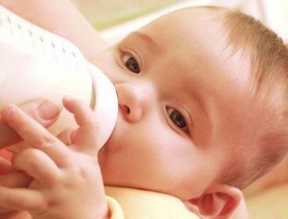 בישראל אסרו את השימוש בחומר ביספינול A בבקבוקי תינוקות (צילום: shutterstock) (צילום: shutterstock)