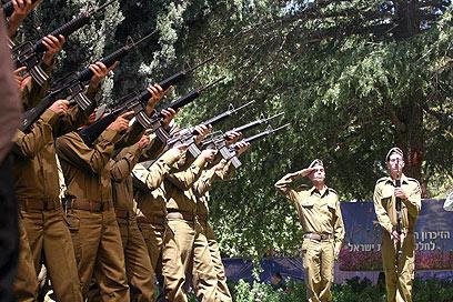 טקס יום הזיכרון בהר הרצל בשנה שעברה (צילום: גיל יוחנן) (צילום: גיל יוחנן)