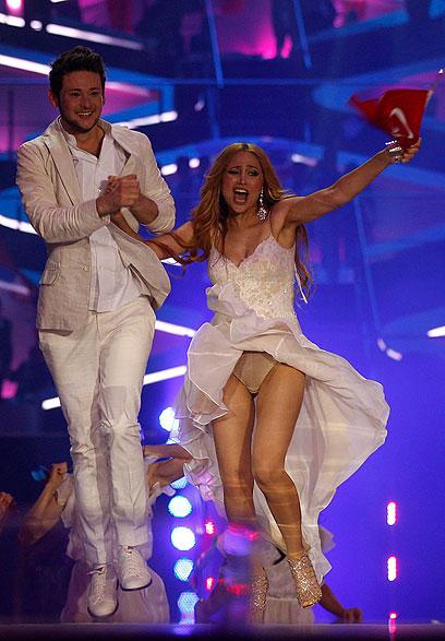 נציגי אזרבייג'אן זוכים באירוויזיון 2011  (צילום: AP) (צילום: AP)