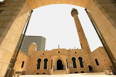 """מסגד חסן בק ביפו. """"ברחוב יפת יותר רועש"""" (צילום: דודו אזולאי) (צילום: דודו אזולאי)"""