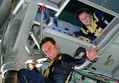 """מייקל פאסבנדר ביחד עם ג'יימס מקאבוי ב""""אקס-מן: ההתחלה"""" ()"""