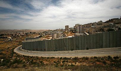 West Bank security barrier (Photo: Reuters)