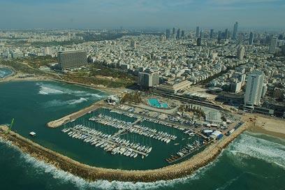 המרינה של תל אביב (צילום: ישראל ברדוגו)