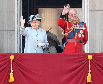 """המלכה הביעה תמיכה בכוונת רה""""מ קמרון (צילום: MCT) (צילום: MCT)"""