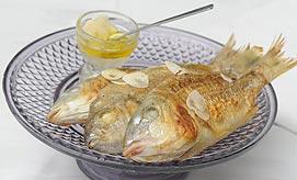 אוכל איטלקי. דגים מטוגנים (צילום: ירון ברנר)