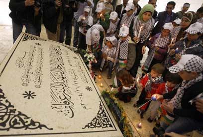 קברו של יאסר ערפאת (צילום: AFP)