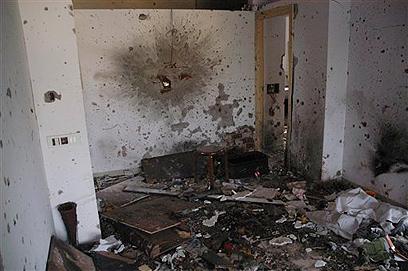 """אחרי הפיגוע בבית חב""""ד במומבאי ב-2008 (צילום: AP) (צילום: AP)"""