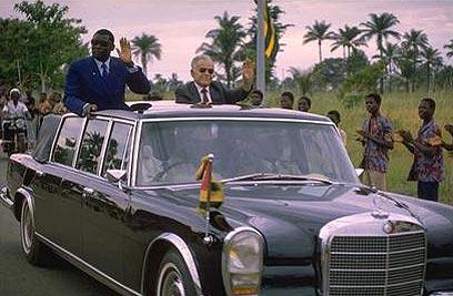 """שמיר בביקור בטוגו, 1987 (צילום: נתי הרניק, לע""""מ) (צילום: נתי הרניק, לע"""