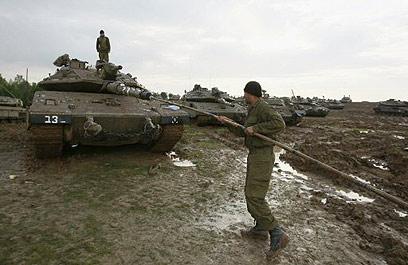 """חיילי צה""""ל ב""""עופרת יצוקה"""". דגש על אלמנט המהירות (צילום: AFP) (צילום: AFP)"""