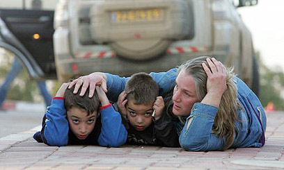 התקפת רקטות על כפר עזה. 2009 (צילום: AFP)