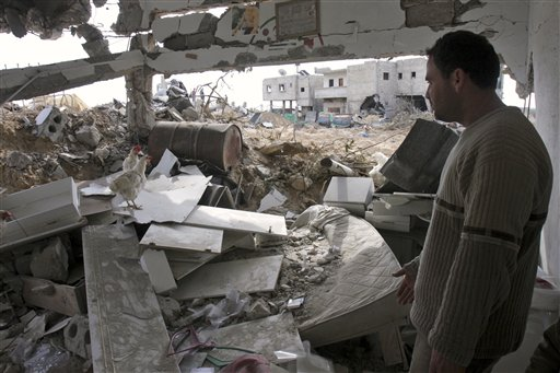 """ינואר 2009: הפגזות צה""""ל ברצועת עזה (צילום: AP) (צילום: AP)"""