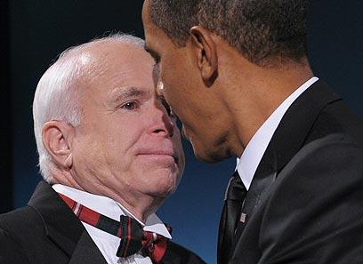 מקיין עם אובמה. נפגשו בחודשים הראשונים לכהונה (צילום: AFP) (צילום: AFP)