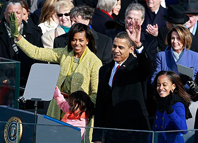 משפחת אובמה בטקס ההשבעה הראשון (צילום: AP) (צילום: AP)