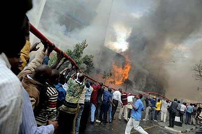 אסון דומה אירע לפני שלוש שנים בניירובי, בירת קניה (צילום: AFP) (צילום: AFP)