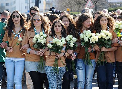 השאלה היא אם יש לנו עתיד מחוץ לארץ ישראל. עצרת לזכר נרצחי הפיגוע בטולוז (צילום: AFP) (צילום: AFP)