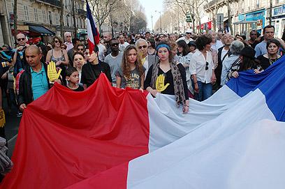 עצרת בפריז לזכר הנרצחים בטולוז, לפני ארבעה חודשים (צילום: MCT) (צילום: MCT)