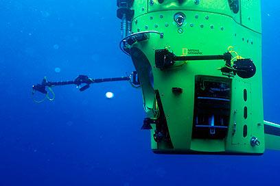 צוללת במשקל 12 טון. Deapsea Challenger (צילום: רויטרס) (צילום: רויטרס)