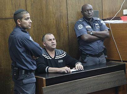 ריקו שירזי בבית המשפט. אנשיו לקחו את השעון (צילום: מוטי קמחי) (צילום: מוטי קמחי)
