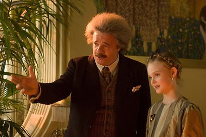 אל פנינג ונתן ליין כאלברט איינשטיין ונכדתו