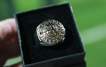 טבעת האליפות של קריית שמונה (צילום: ראובן שוורץ) (צילום: ראובן שוורץ)