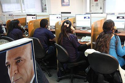 הטלפנים של מופז בתל אביב (צילום: מוטי קמחי) (צילום: מוטי קמחי)