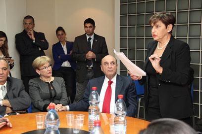 השופטת עדנה בקנשטיין מקריאה את התוצאות (צילום: איציק אדרי) (צילום: איציק אדרי)