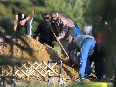 הלווייתו של מוחמד מראח. נקבר בסוף בצרפת ולא באלג'יריה (צילום: AFP) (צילום: AFP)