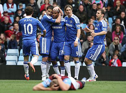 החייזרים מתעניינים בכדורגל אנגלי? שחקני צ'לסי (צילום: EPA) (צילום: EPA)