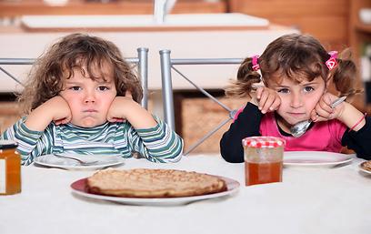 הם סיימו? תנו להם לקום מהשולחן (צילום: shutterstock) (צילום: shutterstock)