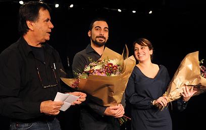 """יוצר """"צו קריאה"""" שי אזולאי (באמצע), במעמד הפרס (צילום: Bernie Ardov) (צילום: Bernie Ardov)"""