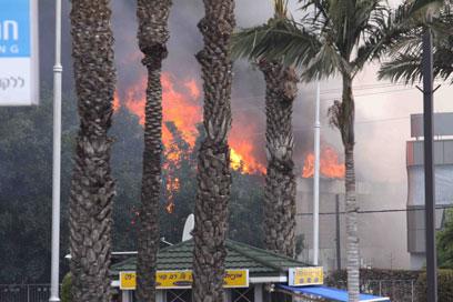 זירת הפיצוץ (צילום: עידו ארז)