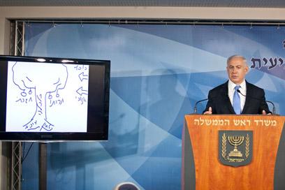 נתניהו מסביר את מדיניותו בשבוע שעבר (צילום: נועם מושקוביץ)