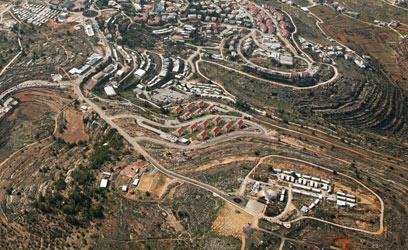 """מבט מלמעלה. """"קרקע שאינה ראויה להתיישבות"""" (צילום: lowshot.com) (צילום: lowshot.com)"""