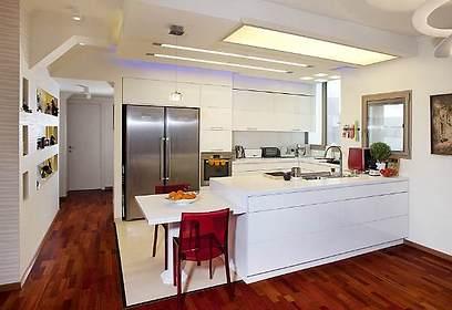 שוני סגנוני ניכר. המטבח (צילום: בנימין אדם)