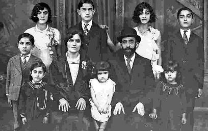 משפחת חמץ (צילום: באדיבות ארכיון מוזיאון קהילה קדושה יאנינה) (צילום: באדיבות ארכיון מוזיאון קהילה קדושה יאנינה)