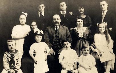משפחת כל חמירא (צילום: באדיבות ארכיון מוזיאון קהילה קדושה יאנינה) (צילום: באדיבות ארכיון מוזיאון קהילה קדושה יאנינה)