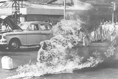 זעזע את העולם - והביא לשינוי במדיניות דרום וייטנאם. טיץ' קואנג דוק בסייגון, 1963 ()