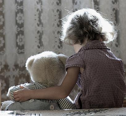 לא תופעה נדירה כל כך. התעללות בילדים (צילום: shutterstock) (צילום: shutterstock)